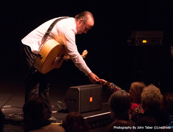 Colin-Hay-Photo-By-John-Taber-LiveShots-The-Center-for-the-Arts-Grass-Valley