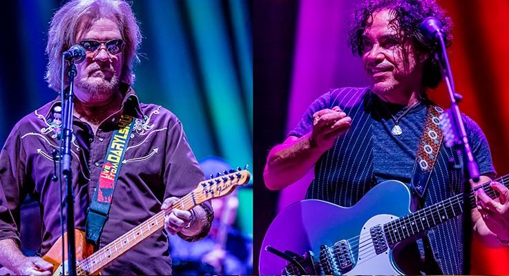 Daryl Hall and John Oates at Ironstone Amphitheatre | Murphys California | 8/27/2015 (Concert Review + Photos)