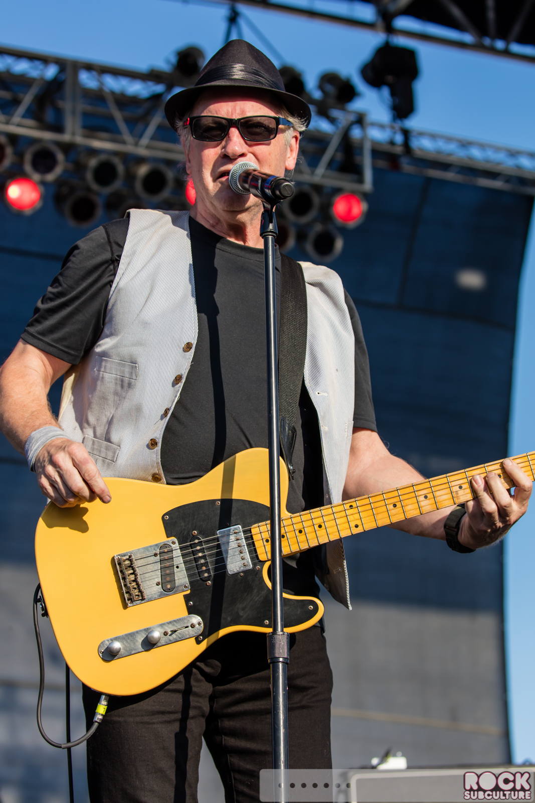 tommy tutone performing at lost 80s live 2016