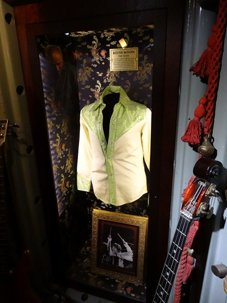 Visit Amp Tour Of Hard Rock Cafe London Memorabilia Pictorial