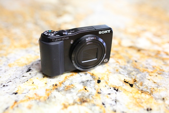 Recommended-Best-Pocket-Digital-Cameras-for-Music-Concerts-Sony-Cyber-shot-DSC-HX20V-DSC-RX100-Fuji-X100-X100S-A-RSJ