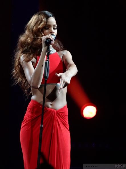 Rihanna-Concert-Review-2013-High-Resolution-Photography-Unapologetic-San-Jose-HP-Pavilion-Diamonds-World-Tour-001-RSJ