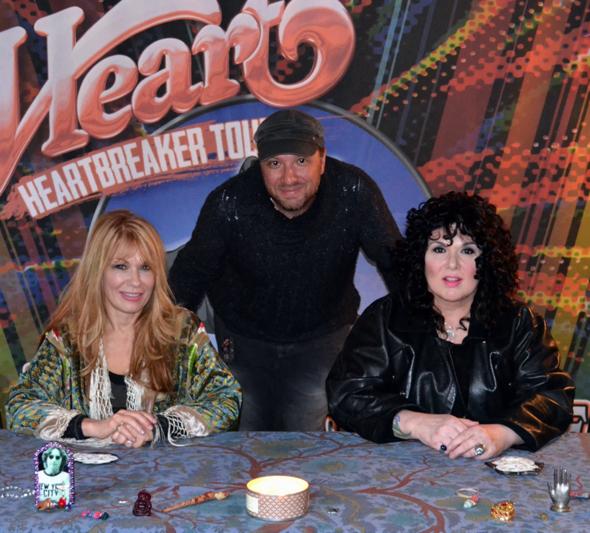 Heart-Heartbreaker-Tour-2013-Meet-and-Greet-Jason-DeBord-Ann-Wilson-Nancy-Wilson-x590