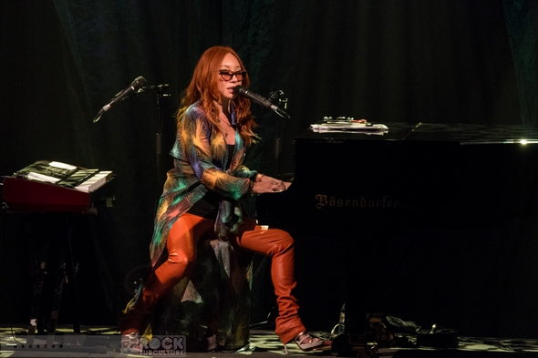 Tori-Amos-Concert-Review-Unrepentant-Geraldines-Tour-2014-San-Diego-Humphreys-Concerts-By-The-Bay-Outdoor-Amphiteatre-01-RSJ