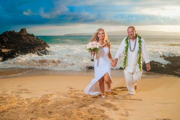 Jason-DeBord-Shelley-Wedding-Maui-Beach-x600